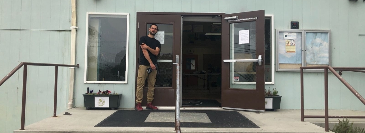 Prolocksmiths-24/7 owner repair a lock at San Francisco school